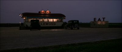 Still from Road To Perdition (2002) that has been tagged with: diner